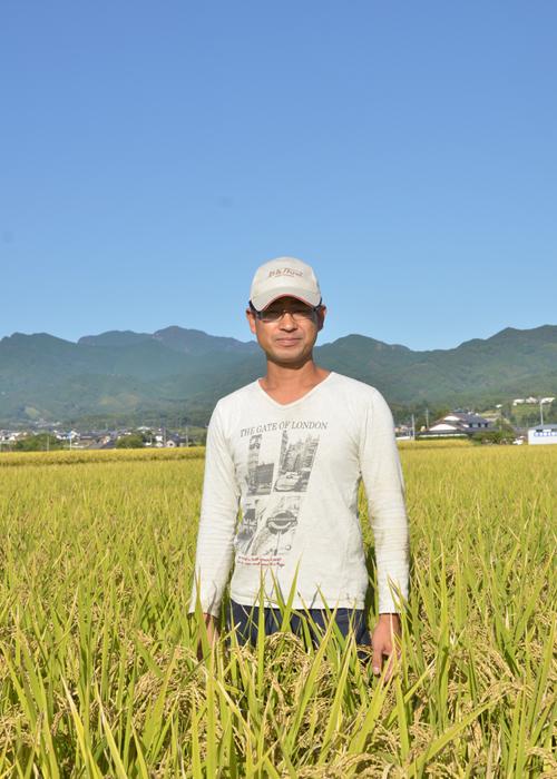 木庭さんと田圃の写真