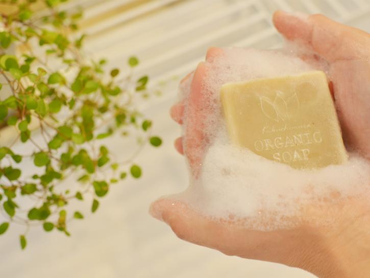 しっとり感あり!石鹸で手を洗う