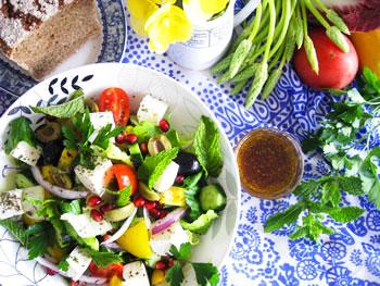 ギリシャサラダとオクシメリヴィネガー