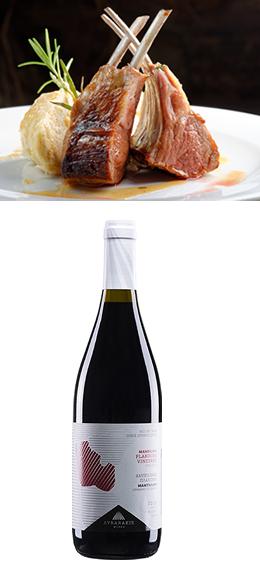 リララキスマンディラリには、ラムロースト、ローズマリーとレモンのマリネにローストポテト。レモンとオリーブオイルと塩のドレッシングでギリシャサラダ。
