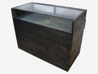 ガラスショーケースを設置したレジカウンター