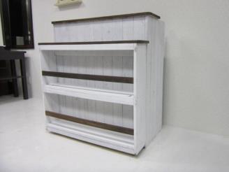 マガジンラック・商品棚を設置したレジカウンター