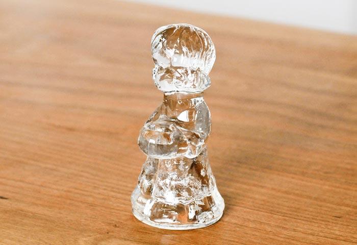 北欧で使われていた、ガラスでできた少女のキャンドルスタンド 01