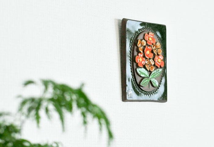 Jie Gantofta(Jie釜)/青と白いお花の陶器の壁掛け/スウェーデン