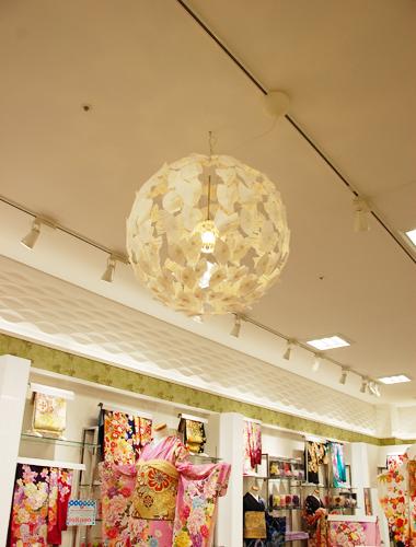 「HANAGOROMO イオン木更津店の店内照明装飾を制作しました。