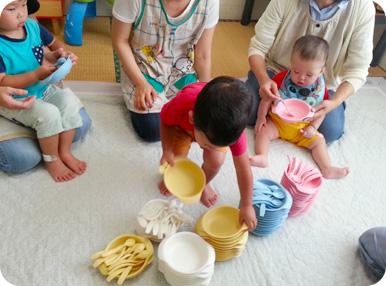 子どもがiiwanを選んでいる写真