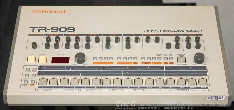 「ROLAND TR-909 (14)」