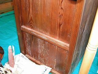 ログハウス内の家具にもカビ発生