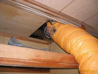 送風ダクトで屋根裏を乾燥