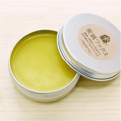 仕上げには、植物と蜜ロウから生まれた自然素材のワックスで