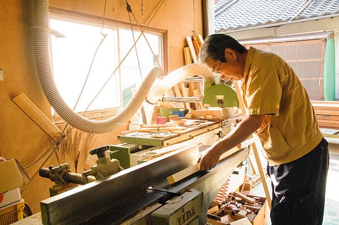 3. 高級家具産地だからできる、無垢の◯◯を使った本格的な木製バット。
