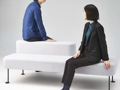 どちらからも座れるベンチ