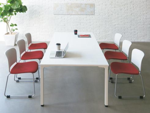 スタンダードな会議テーブル