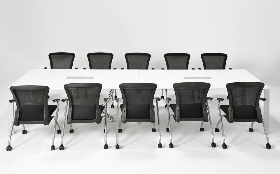井上金庫 会議用テーブル UTSの使用例: 4