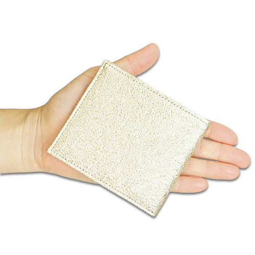 ポケットウォレット ミニ シャンパンゴールドの掌サイズの説明画像