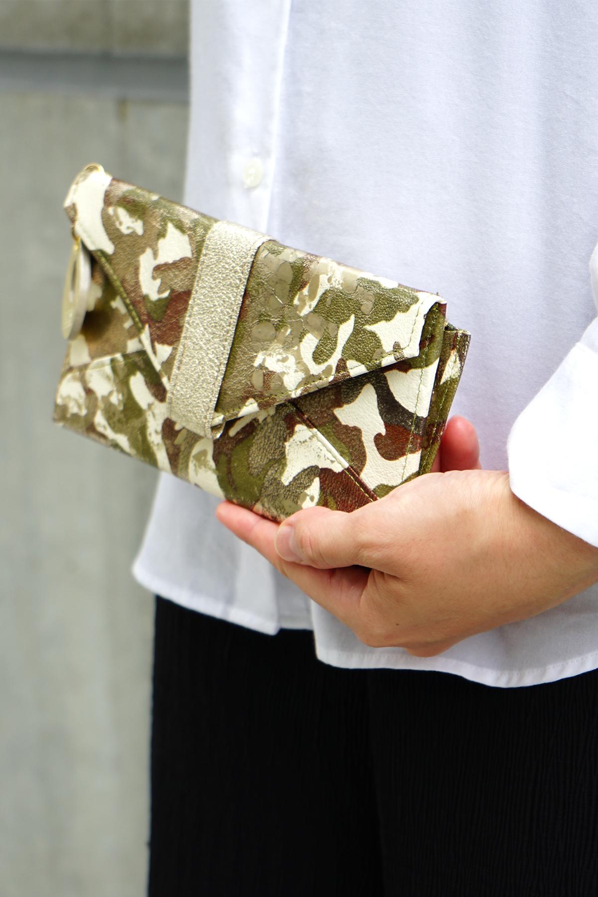 薄い長財布<アーミー>のモデル画像1