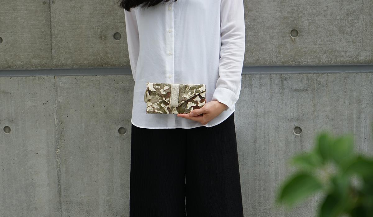 薄い長財布<アーミー>のモデル画像2