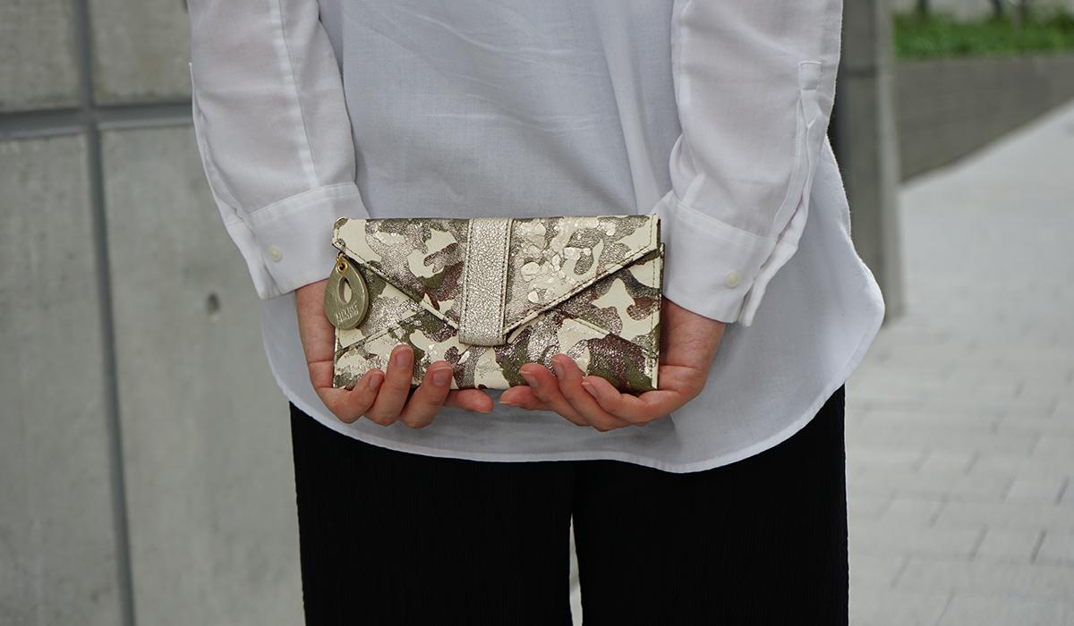 薄い長財布<アーミー>のモデル画像3