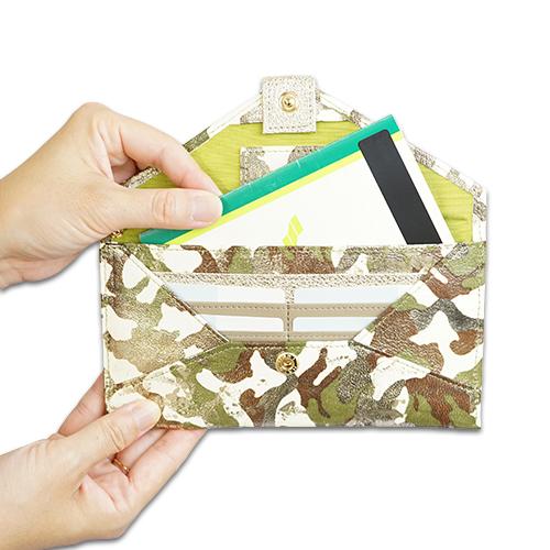 薄い長財布<アーミー>の通帳もすっぽり入る大きさ説明画像
