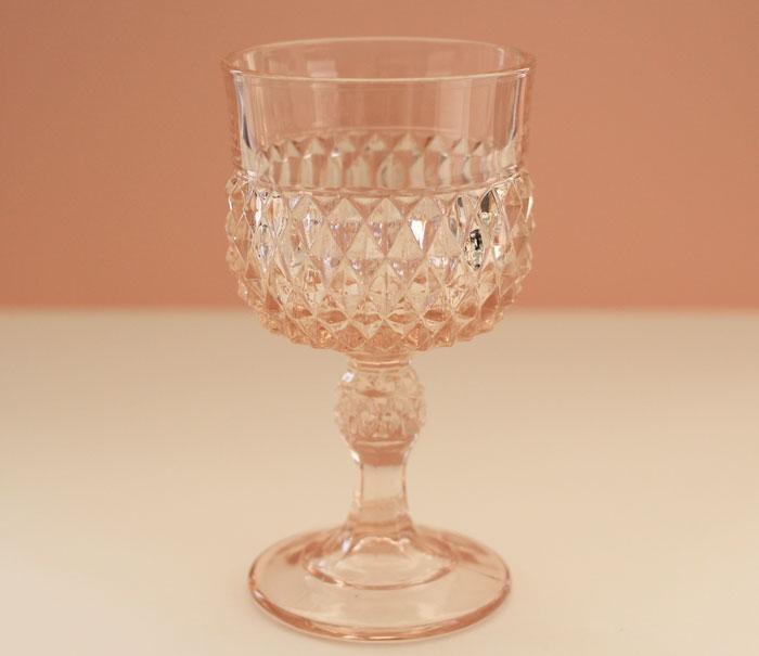 ピンクワイングラス