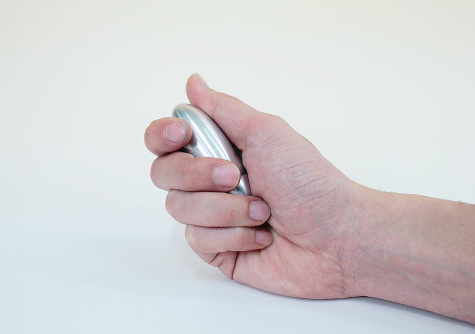 手元供養いのちのどんぐりは手のひらサイズ