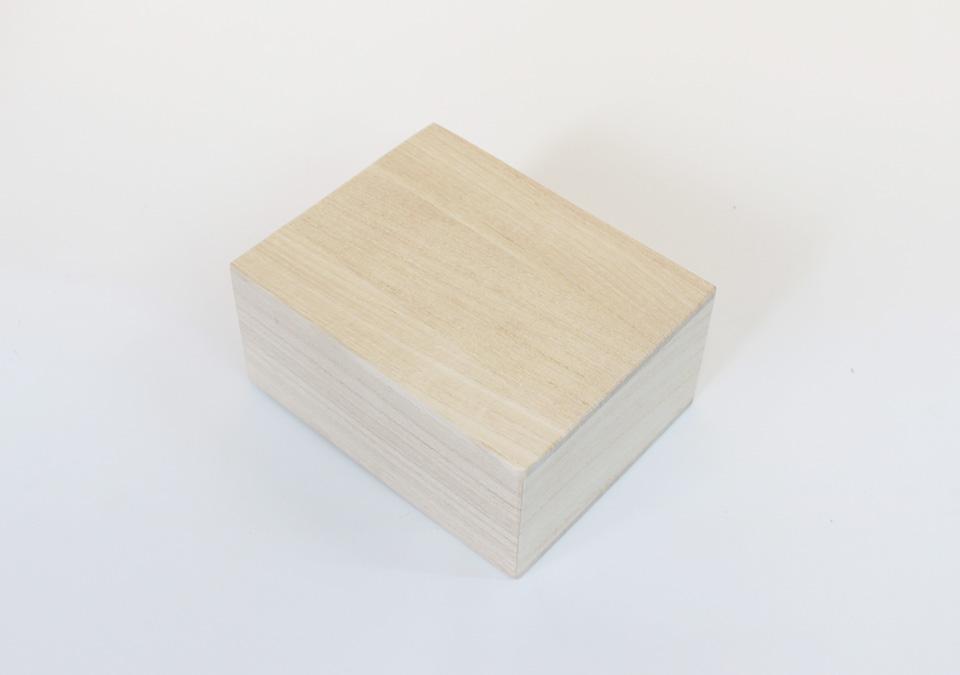 手元供養の礎を入れる桐箱