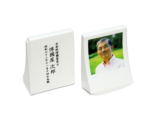 納骨写真オブジェ「礎」の文字写真焼き付けアップ写真