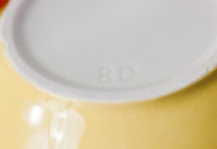 北欧で使われていた、受け皿つきビンテージ・ソースピッチャー