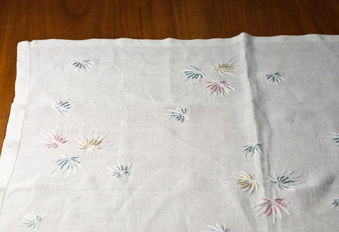 北欧で使われていた、刺繍のテーブルクロス
