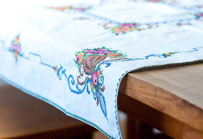 北欧で使われていた、刺繍のテーブルクロス/ビンテージ/F0089 01