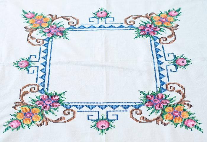 北欧で使われていた、刺繍のテーブルクロス/ビンテージ/F0089 02
