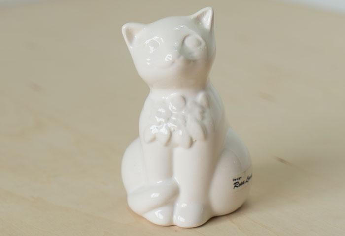 スウェーデン、DECO(デコ)社の、ビンテージの陶器の猫の置物(オブジェ) 01