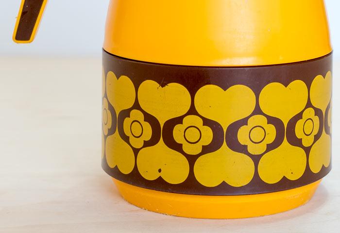 スウェーデン製の、ビンテージのプラスチック製の魔法瓶 03