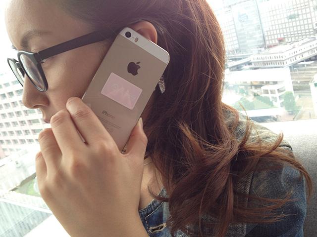 携帯電話(スマートフォン)の電磁波対策FOR MOBILEはさわやかなイメージでインテリアにも溶け込みます