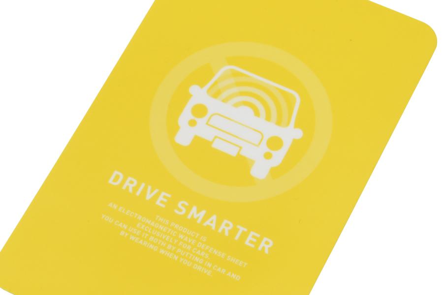 ハイブリットカーの電磁波対策DRIVE SMARTERは旅行などでレンタカーを使う時に持ち歩けます