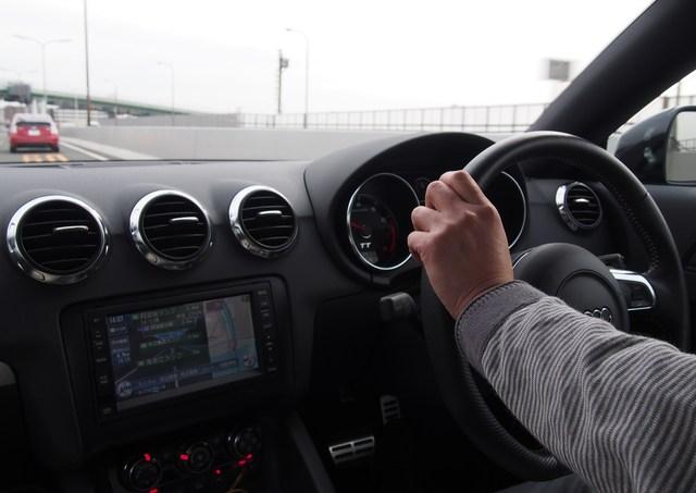 ハイブリットカーの電磁波対策DRIVE SMARTERは運転の仕事をしている人が持ち運び出来ます