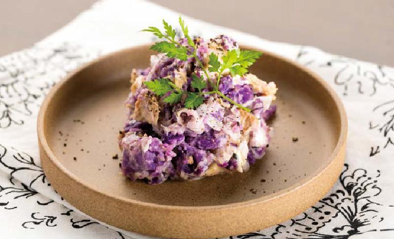 サバスチャンガーリックとシャドークイーン(紫ジャガイモ)のクリームチーズポテトサラダ