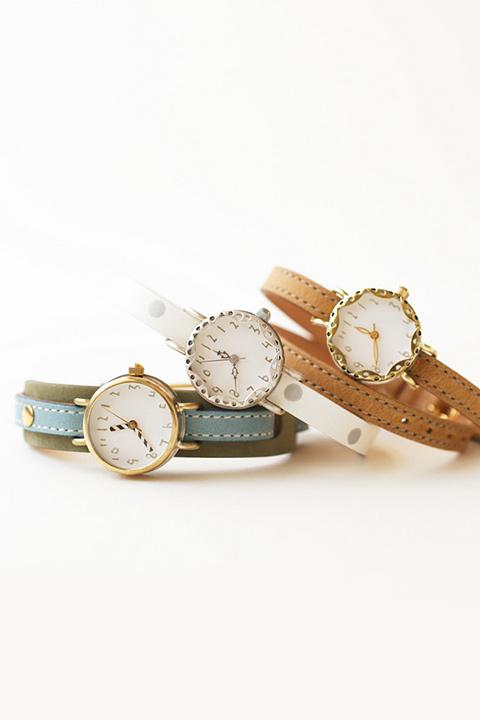 クルチュアンクラシック 手作りのケースと手描きの文字盤で、ぬくもりあふれるシンプルな腕時計