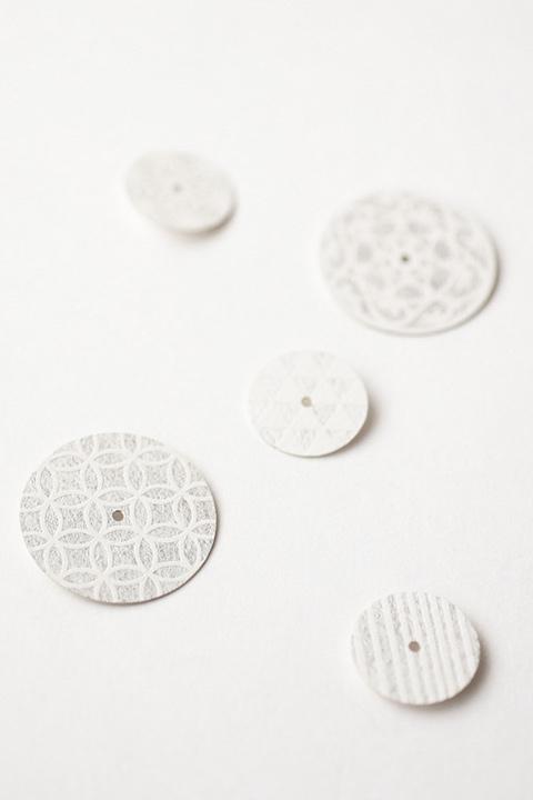紋切りシリーズ 銀箔や和紙の質感と、文様の美を楽しむ腕時計