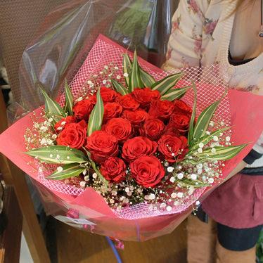 赤バラの花束ブーケタイプ