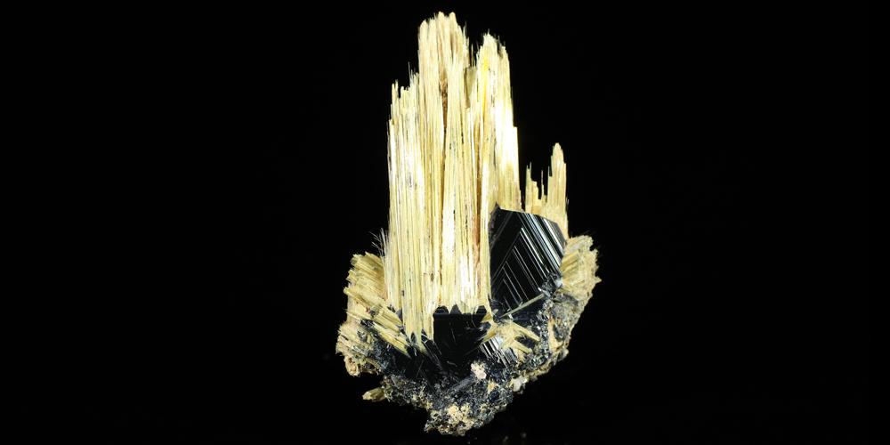 太陽放射ルチルの結晶