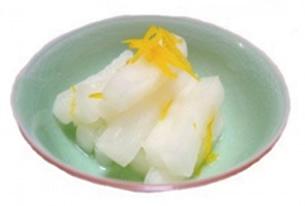 具材に使用する京漬物は京都・紫竹に商店を構える京漬物専門店・林慎太郎商店様に依頼しました