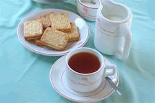 和服、きものの似合う日本女性に人気の上品なヌワラエリア紅茶(リーフ・100g・アルミパック入)