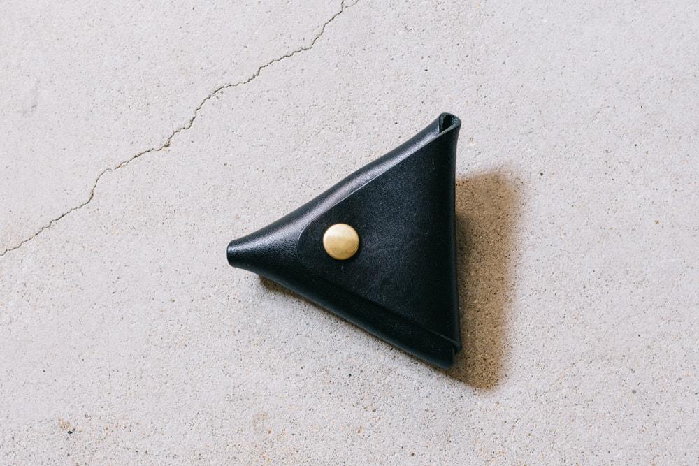 黒い三角コインケース