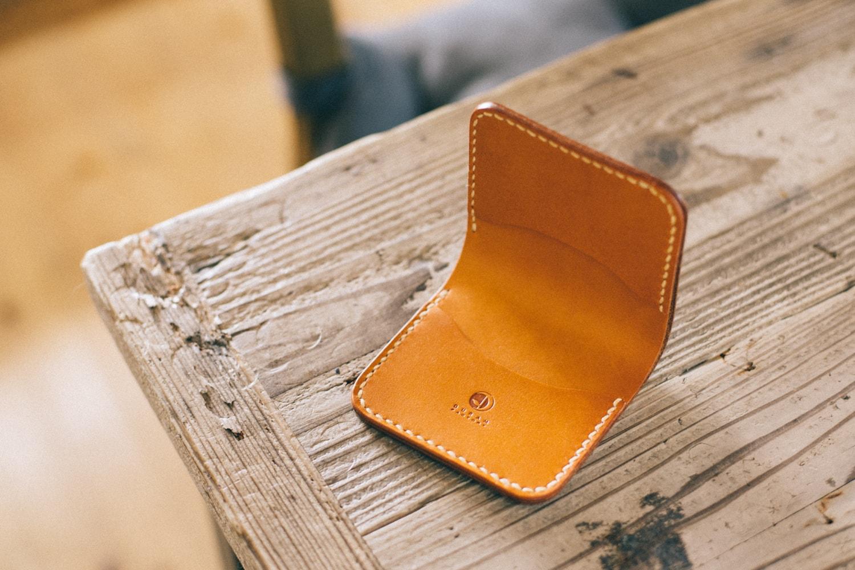 コンパクトな二つ折り財布 | DURAM コンパクト二つ折り財布 11006-1