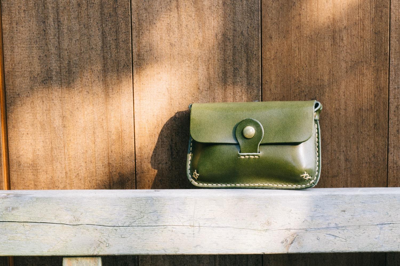 ナチュラルな革の手縫いカメラケース | DURAM カメラケース 11009(C)