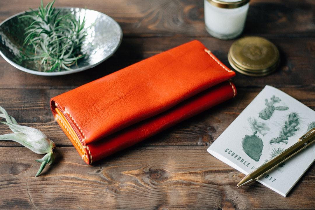優しい質感の革を使ったハンドメイドの革財布 | mano 長財布 13001