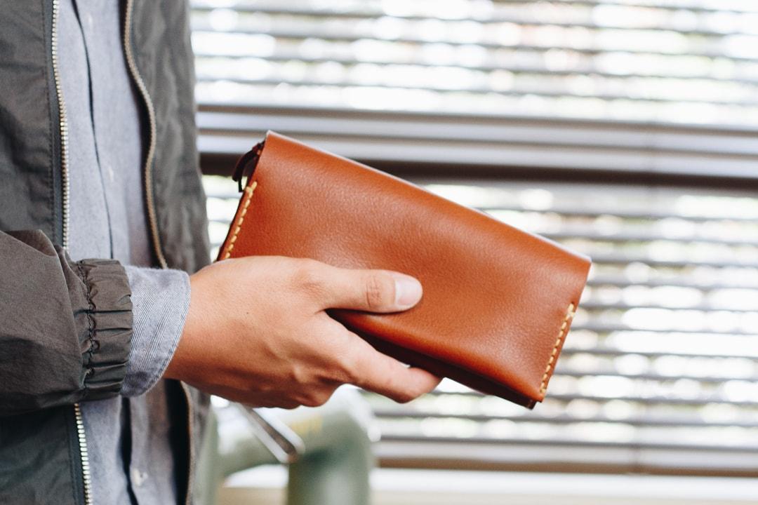 ハンドメイドの革財布