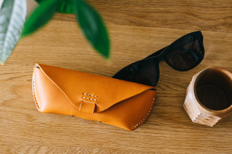 ナチュラルな革のメガネケース、大きめサイズ | DURAM メガネケースL 14010(C)