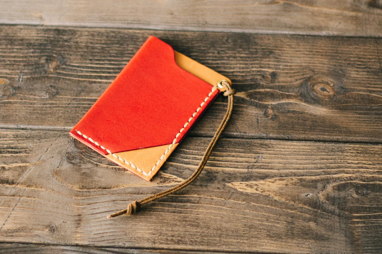 赤い革のパスケース